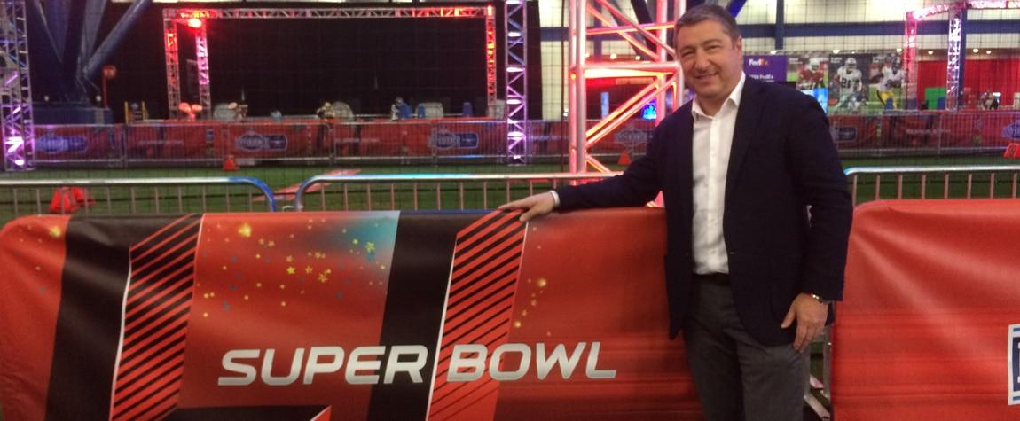 BBVA Compass lleva a Houston a Joan Roca por la Super Bowl 2017