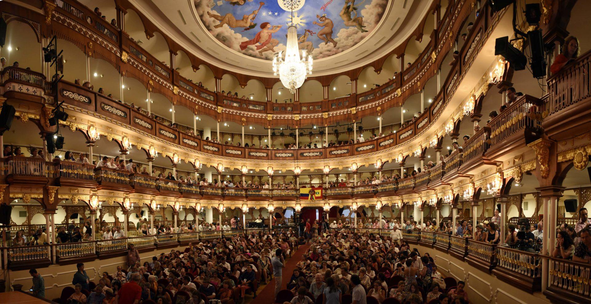 Fotografía interior Teatro Adolfo Mejia