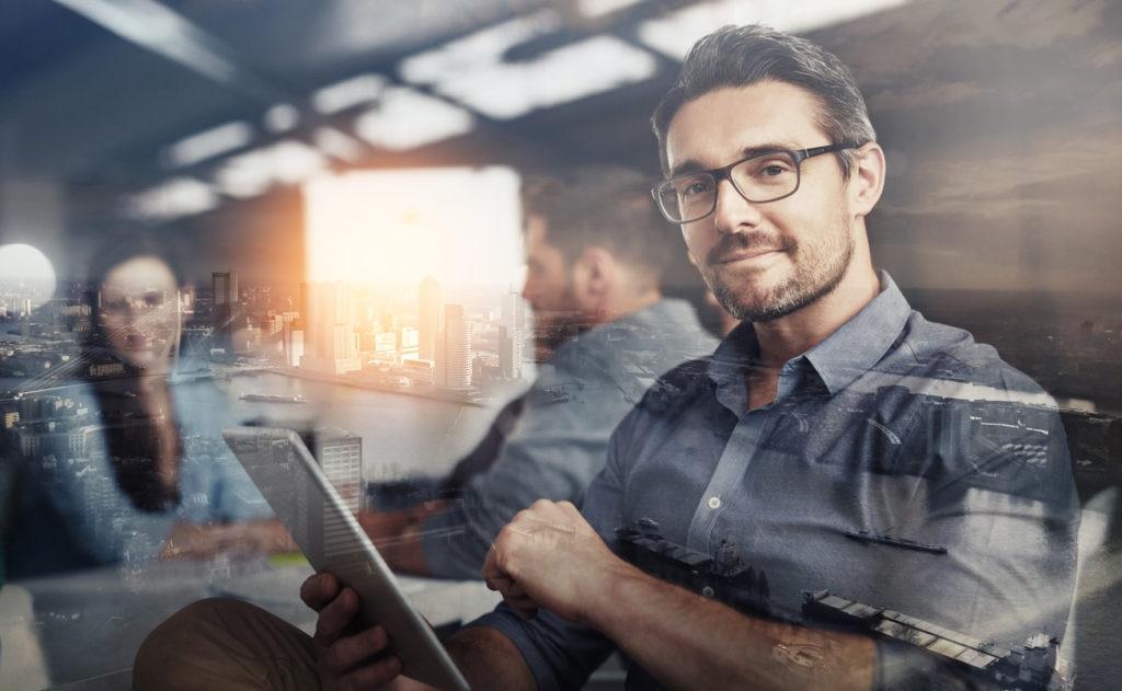 ciudad persona business emprendimiento gafas imagen recurso bbva