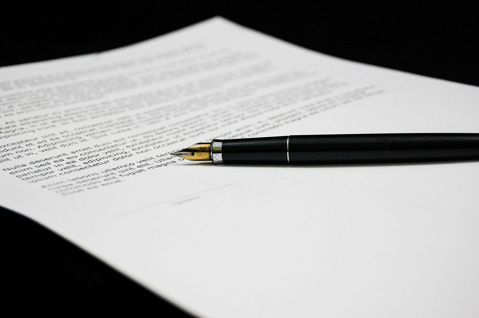 pluma firma papel acuerdo M&A BBVA México