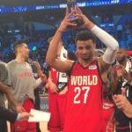 Carlos Torres entrega el MVP del BBVA Rising Star a Jamal Murray