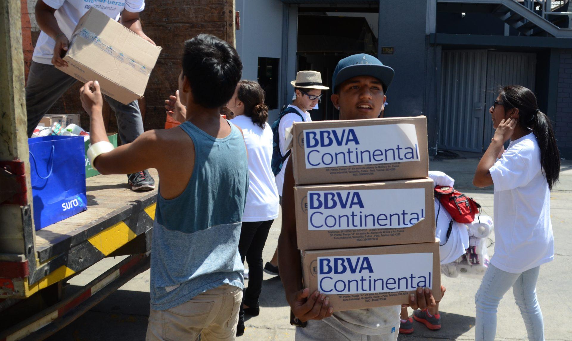 Colaboradores BBVA Continental, voluntarios, ayuda, damnificados, Perú