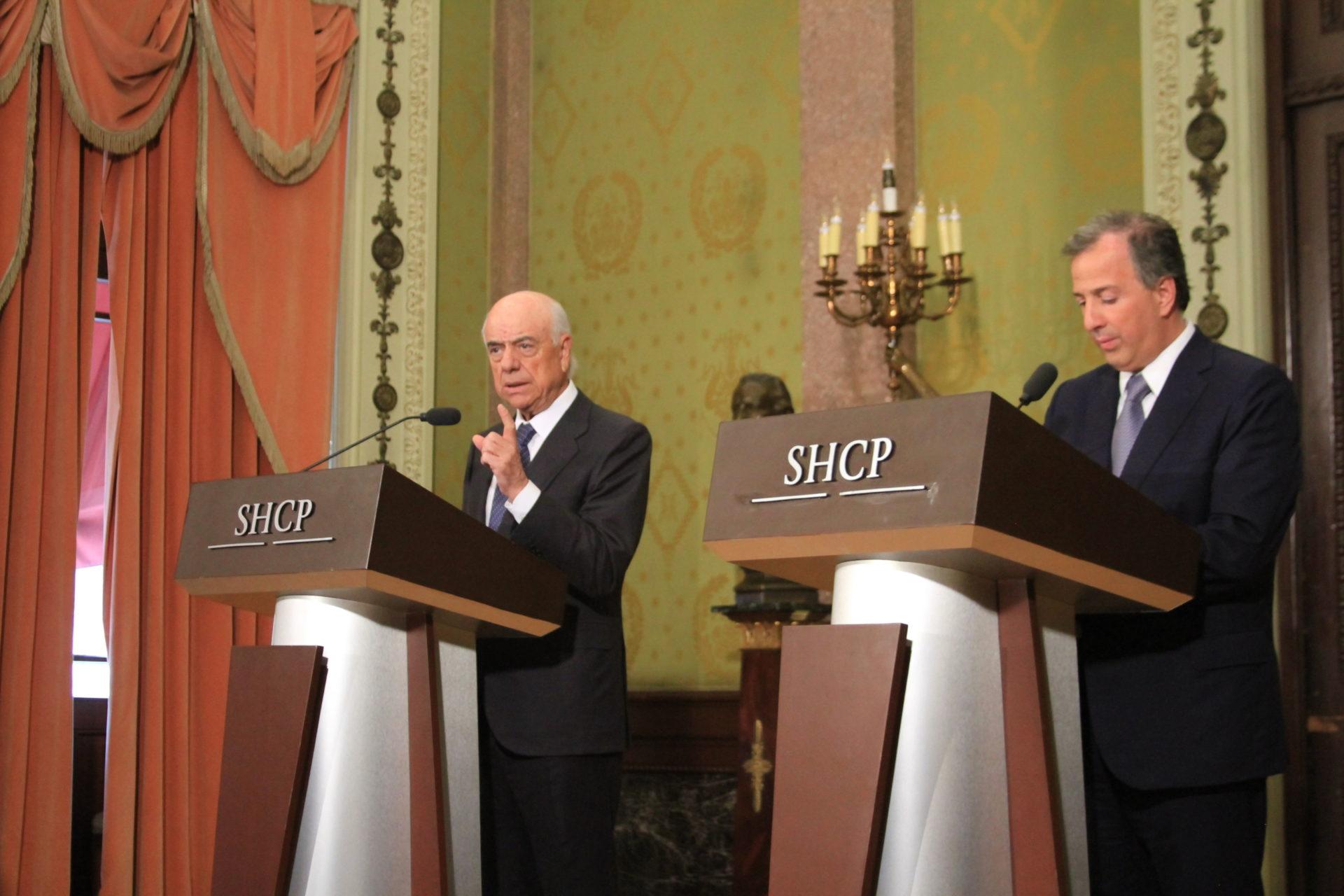 Francisco González, presidente de BBVA y Jose Antonio Meade, secretario de Hacienda y Crédito Público
