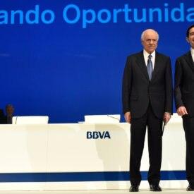 Francisco González y Carlos Torres Vila en la JGA 2017 de BBVA
