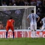 messi-bravo-penalti-chile-argentina-efe