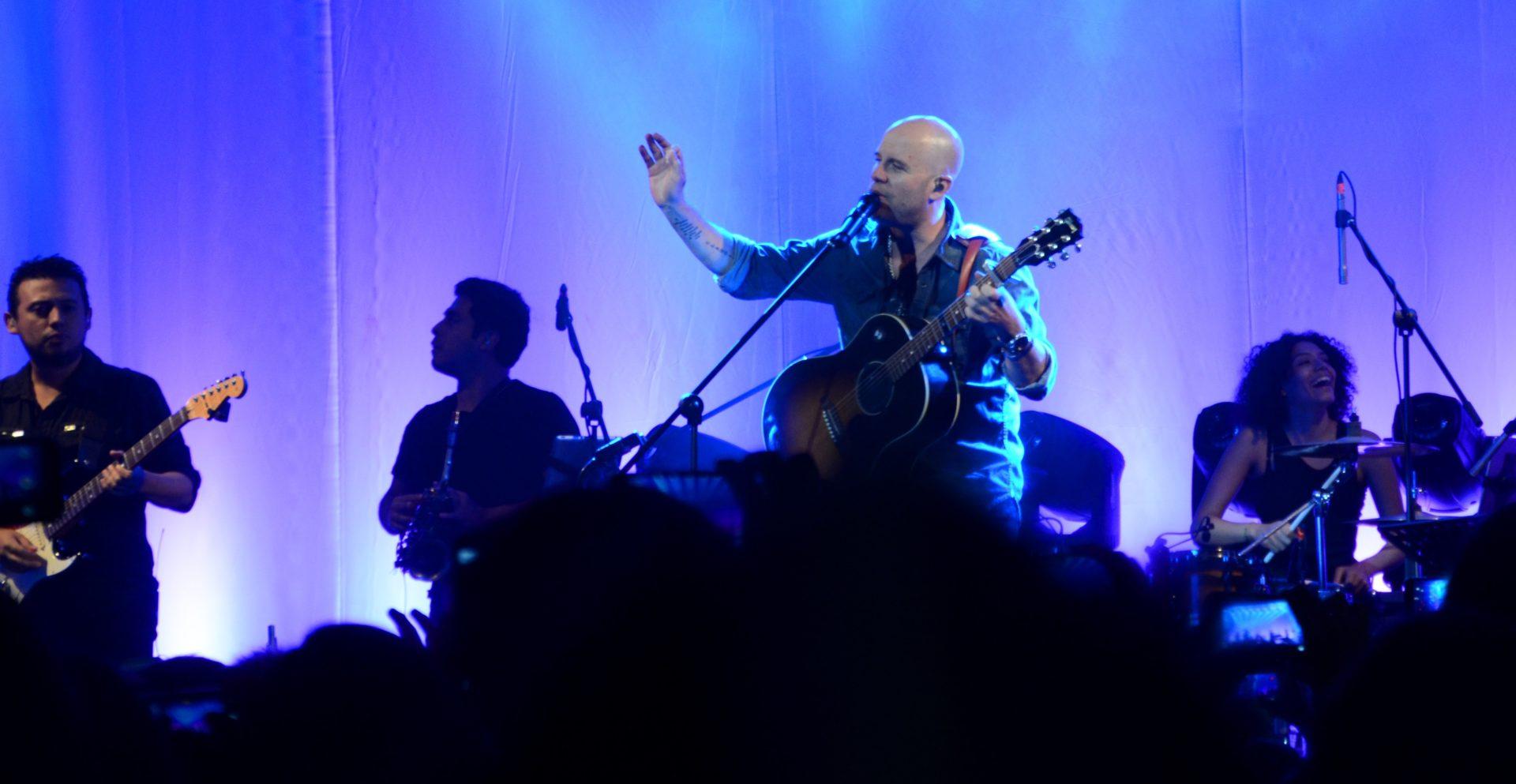 Fotografía de Gian Marco durante su concierto en la sede de BBVA en Lima.