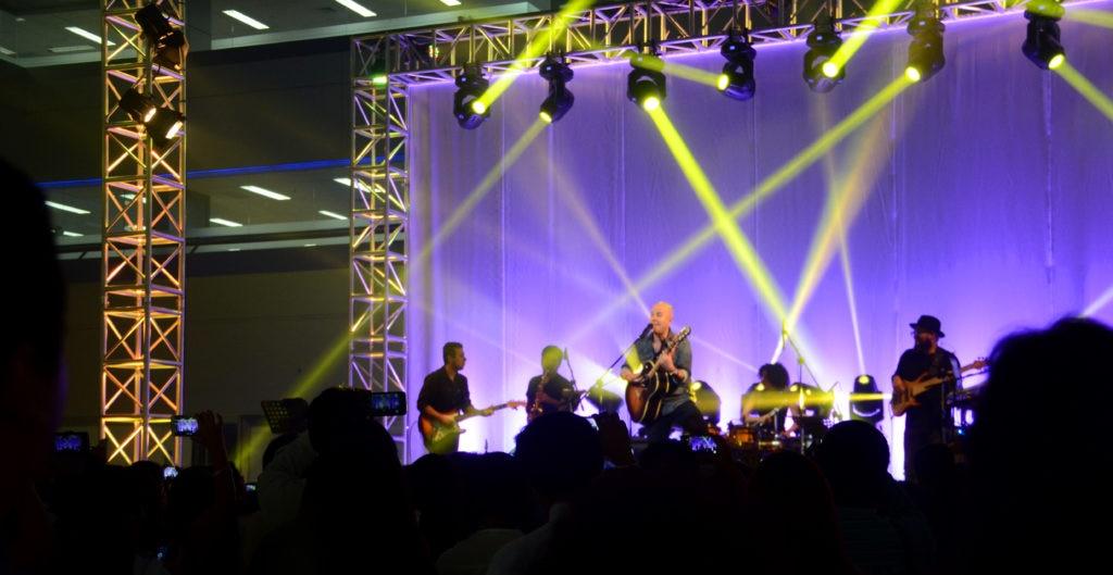 Fotografía de cantante peruana Gian Marco en sede de BBVA Continental.