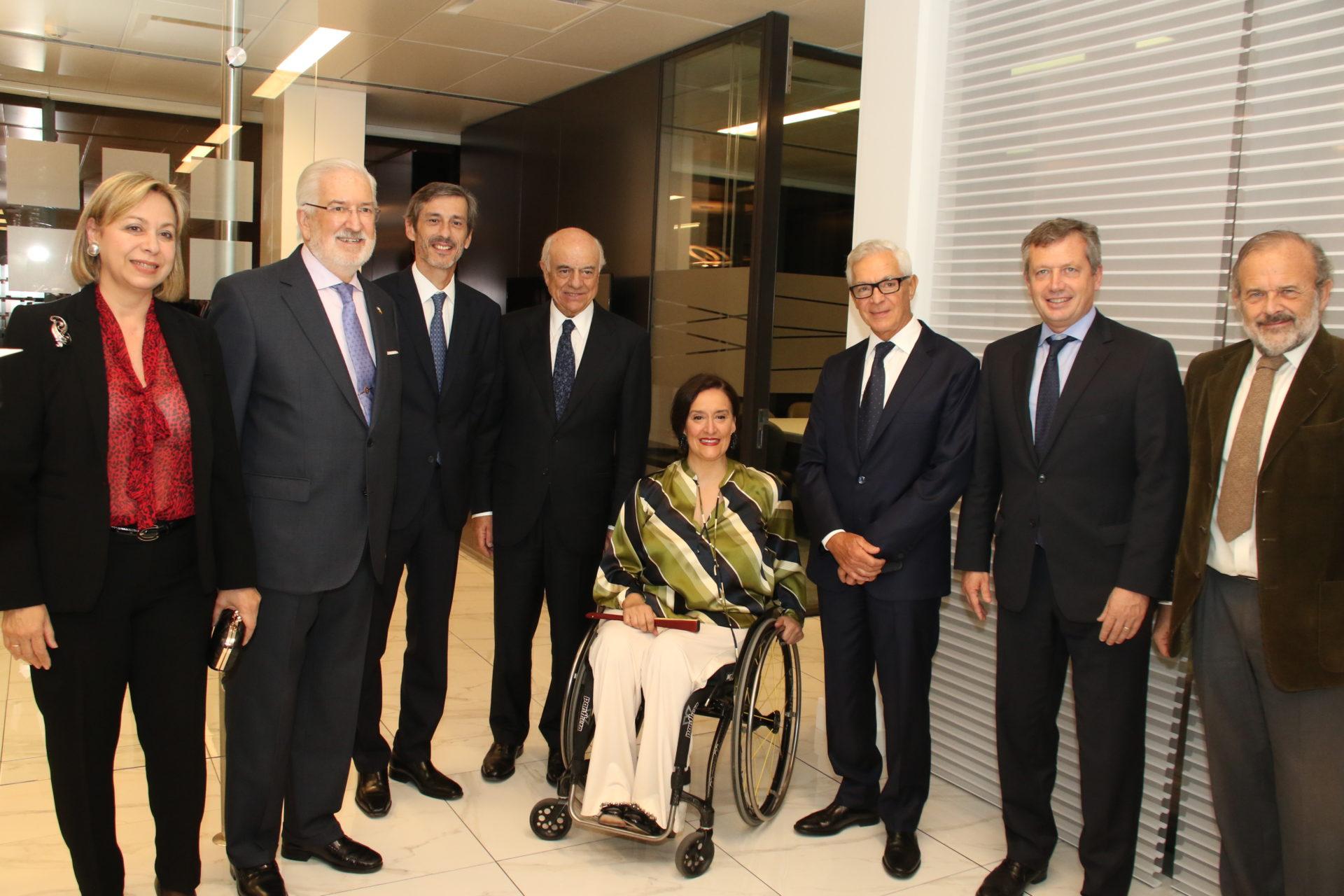 Fotografía de Vicepresidenta argentina y Francisco González con directivos