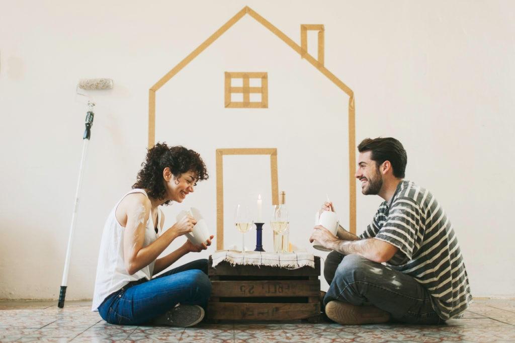 RECURSO casa hipoteca ahorros pintura pareja felicidad cena economia finanzas