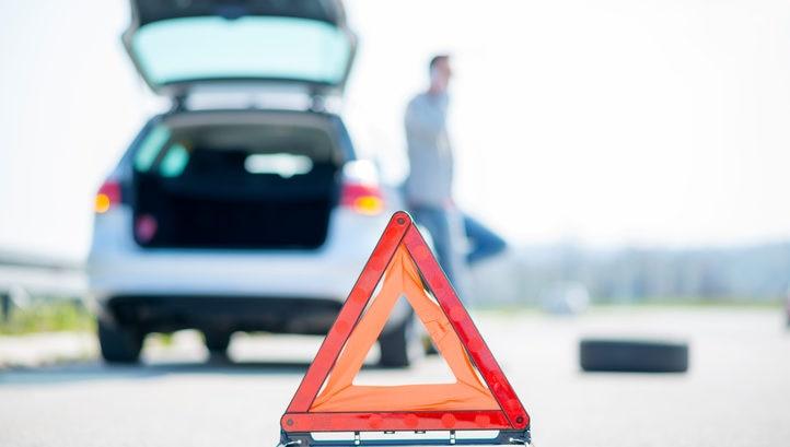 coche accidente incidente problema trafico triangulo automovil transporte seguros poliza bbva