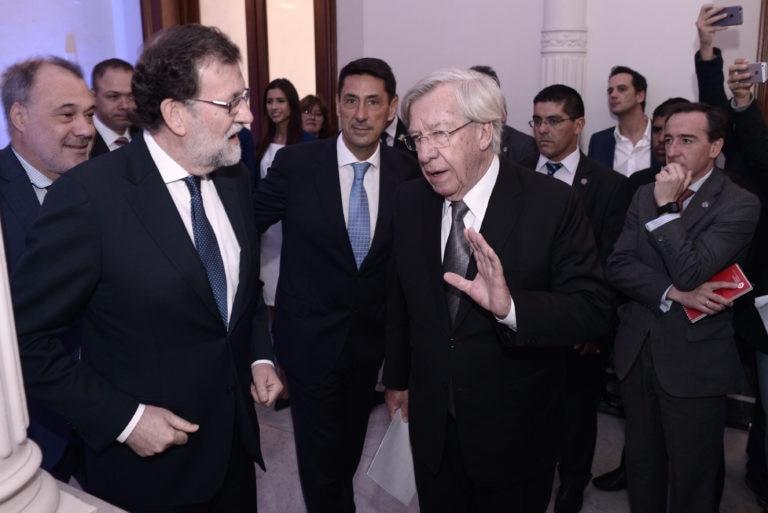 fotografia de mariano rajoy presidente gobierno españa antonio alonso presidente ejecutivo uruguay sede visita Ministro de Economía y Finanzas Danilo Astori bbva