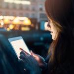 RECURSO mujer tablet movil tech tecnologia innovacion apps ordenador iot internet 3G 4G 5G