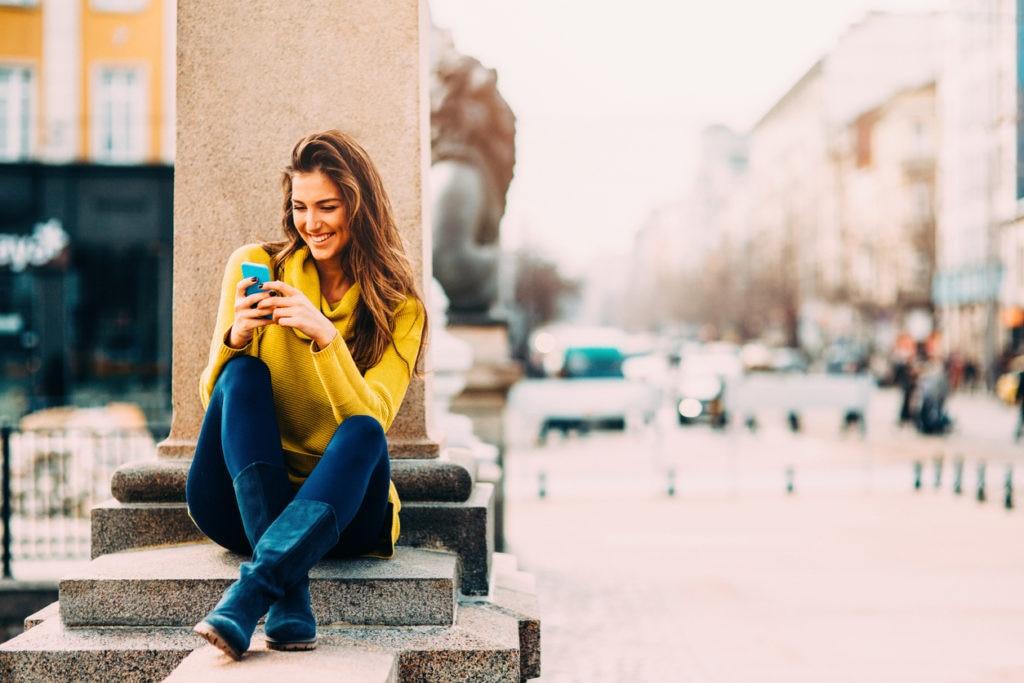 RECURSO tech millennials juventud mujer joven tecnologia innovacion movil turismo viajes finanzas