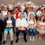 La Ing. Paula Hernández Olmos, Coordinadora Nacional de PROSPERA y el Lic. Luis Robles Miaja, Presidente del Consejo de Administración de BBVA Bancomer durante la firma de convenio.