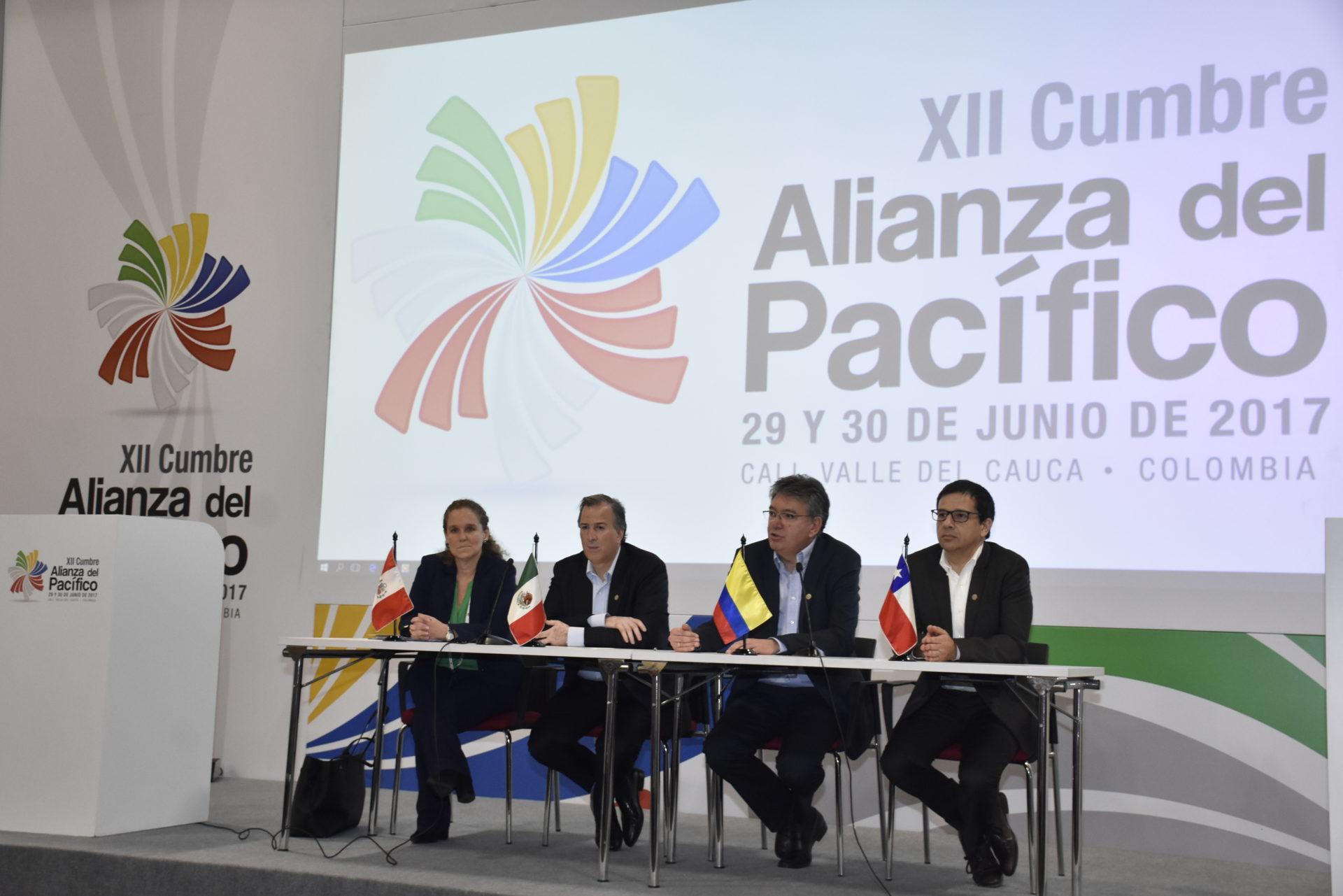 Fotografía de los ministros de Economía de Chile, Colombia, México y Perú en Cumbre Alianza del Pacífico en Colombia