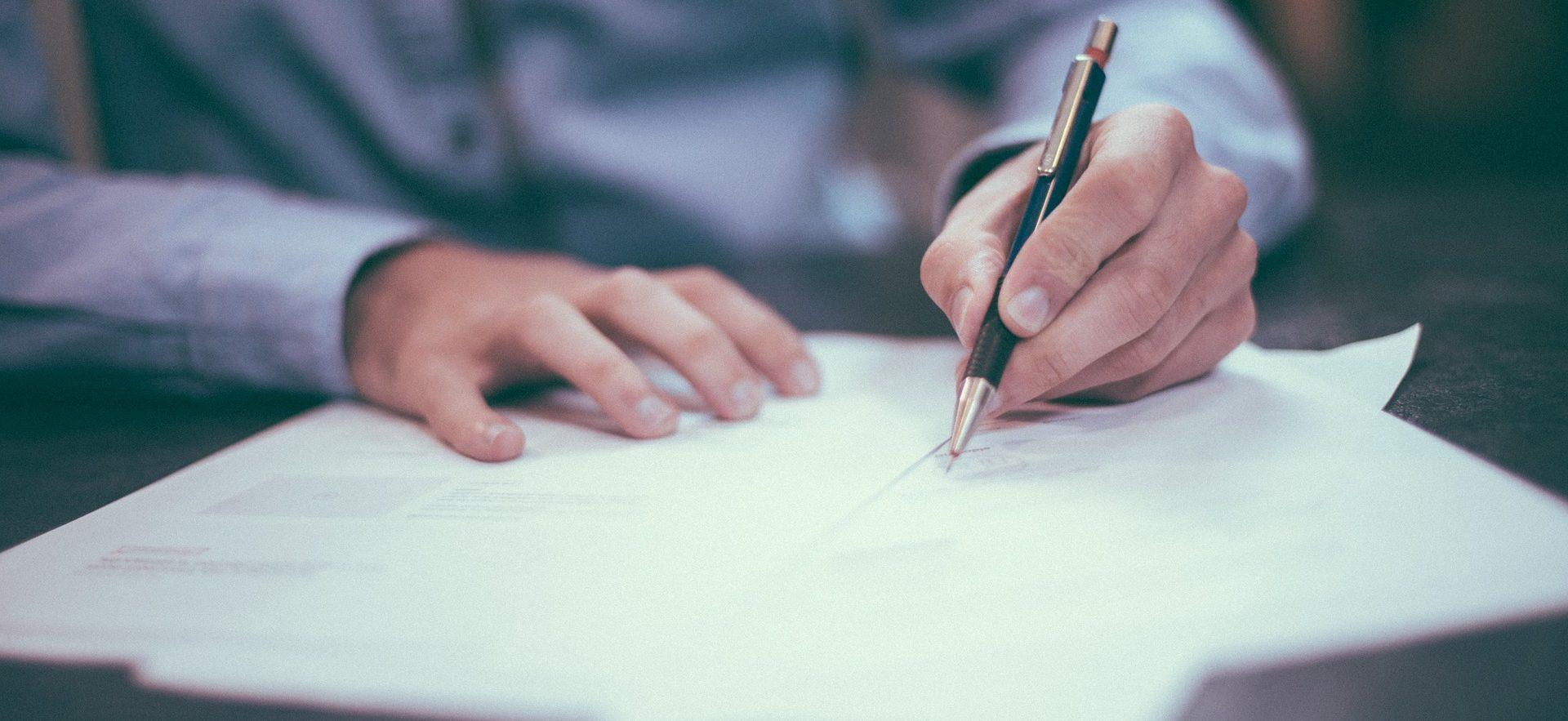 Firma legal economía finanzas contrato empleo BBVA recurso