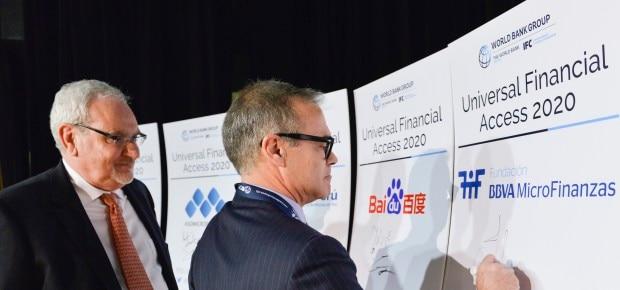 alejandro-lorca-fundacion-microfinanzas-bbva-firma-ufa-2020