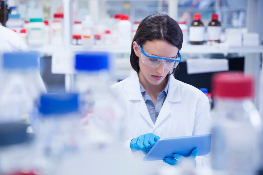 cientifica-equipo-investigacion-laboratorio-fundacion-bbva