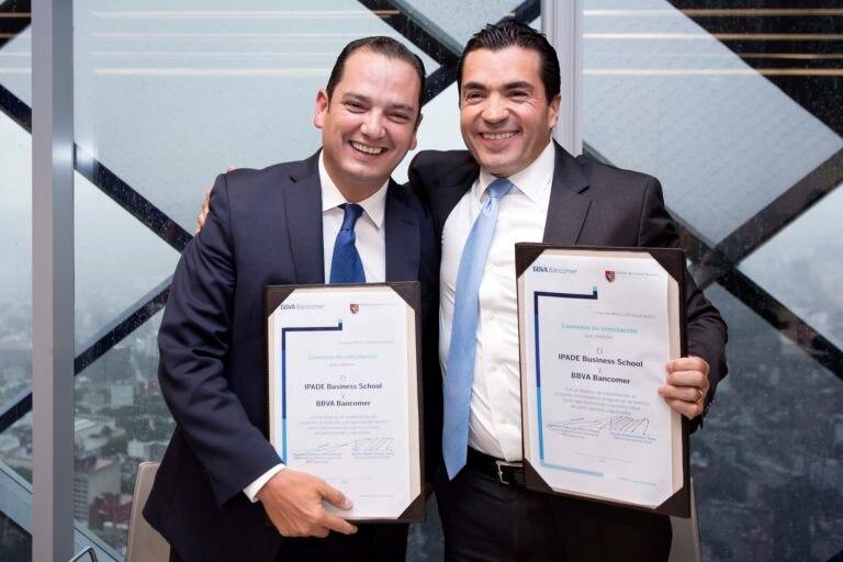Firma de Convenio Bancomer IPADE Eduardo Osuna y Rafael Gomez Nava