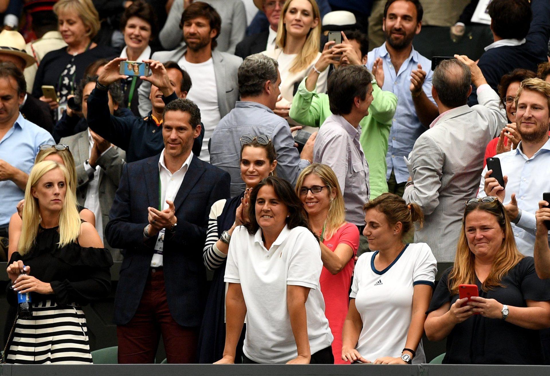 Conchita Martínez y el equipo de Garbiñe Muguruza celebran el triunfo