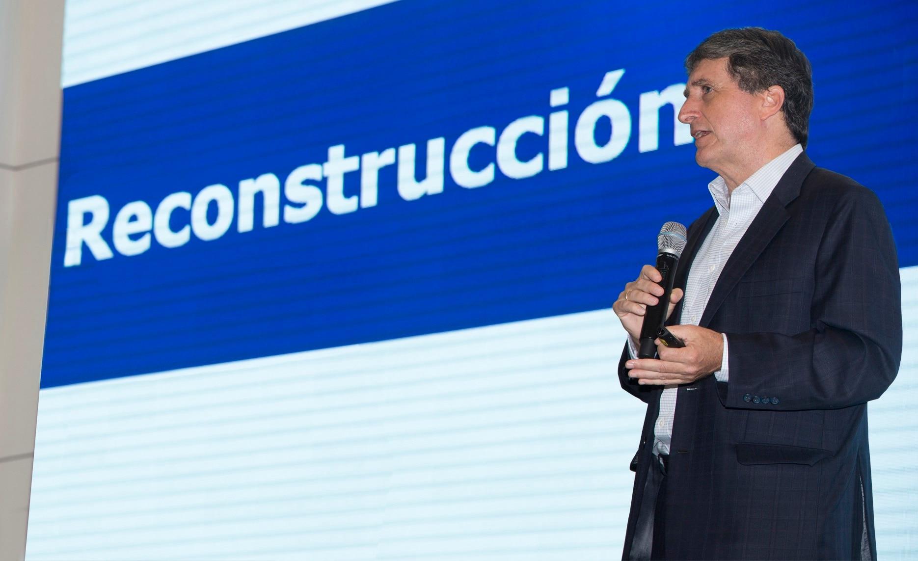 Fotografía de Pablo de la Flor, director de la Autoridad para la Reconstrucción con Cambios, en BBVA Continental.