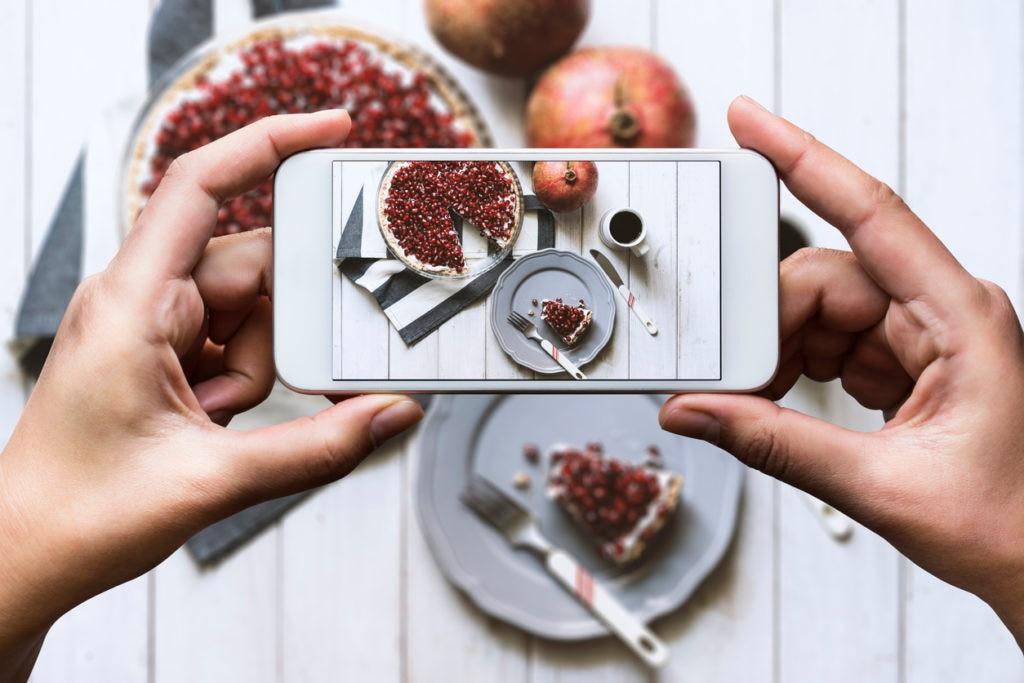comida-foto-movil-pastel-foodtech-calorias-app-recurso-BBVA