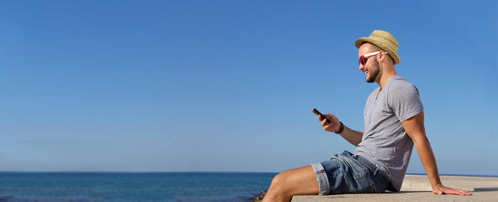 millennials-movil-smartphone-fintech-verano-playa-recurso-BBVA