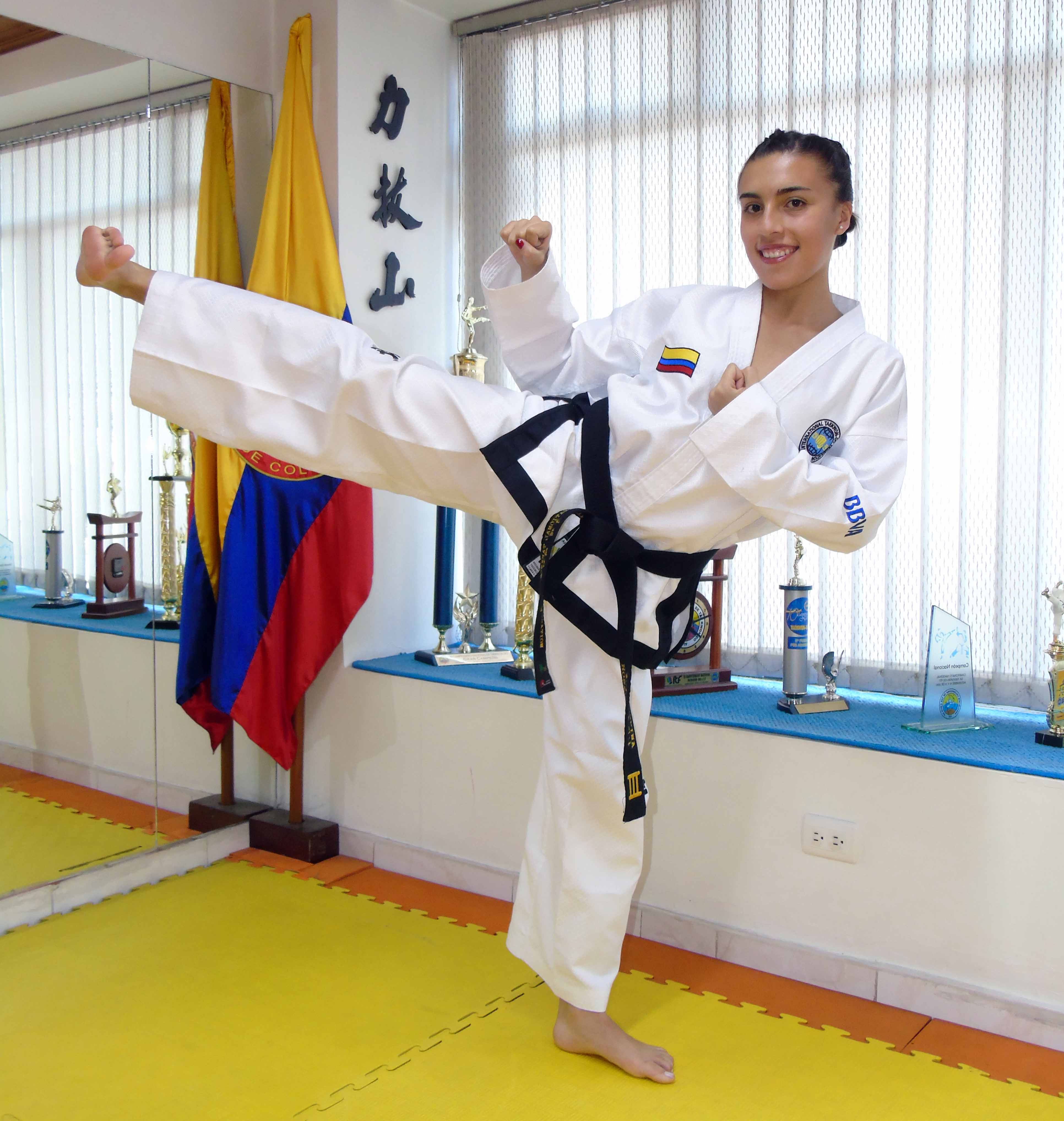 Fotografía de Honey Ospina, campeona mundial de taekwondo en figuras y medalla de oro en la pasada Copa Mightyfist de Buenos Aires