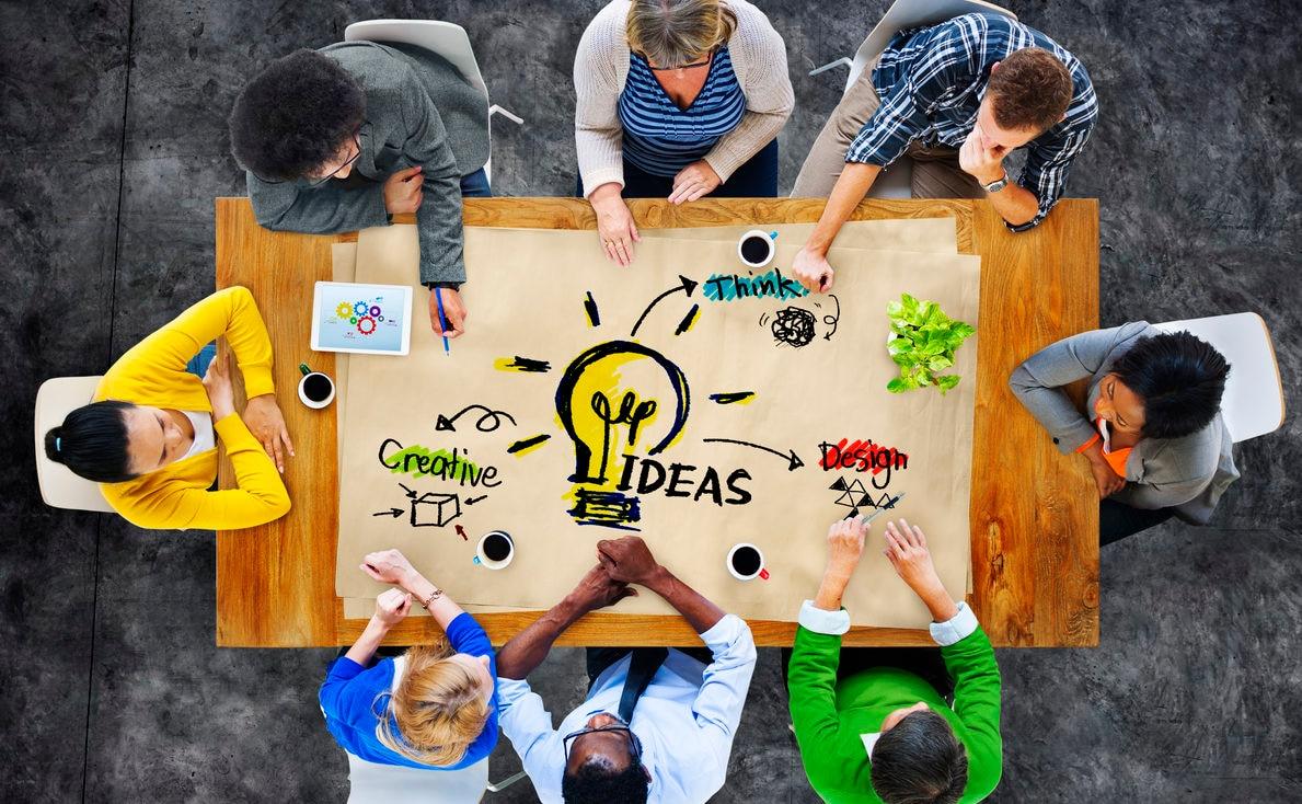 millennials-emprendedores-mesa-ideas-innovacion-creatividad-recurso-BBVA