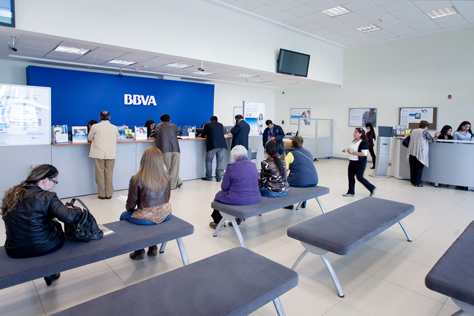 Bbva modifica horario de atenci n de oficinas por visita for Horario bancos madrid