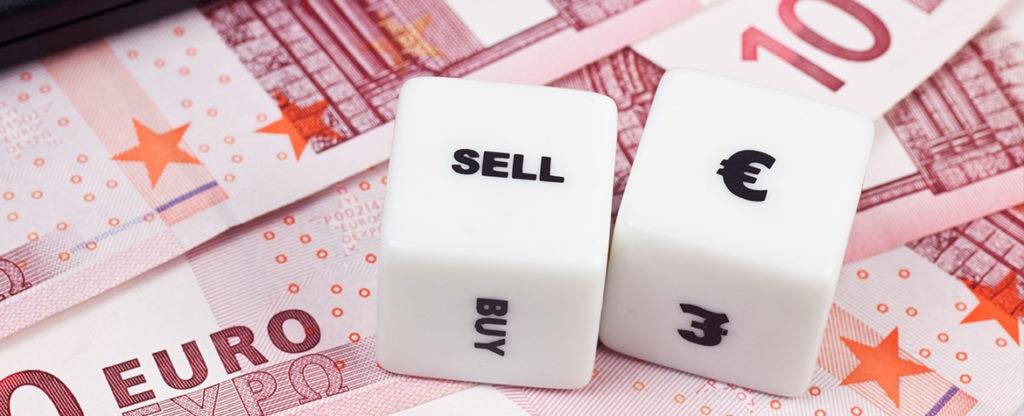 Fotografia de dados sobre billetes, divisas, comprar, vender