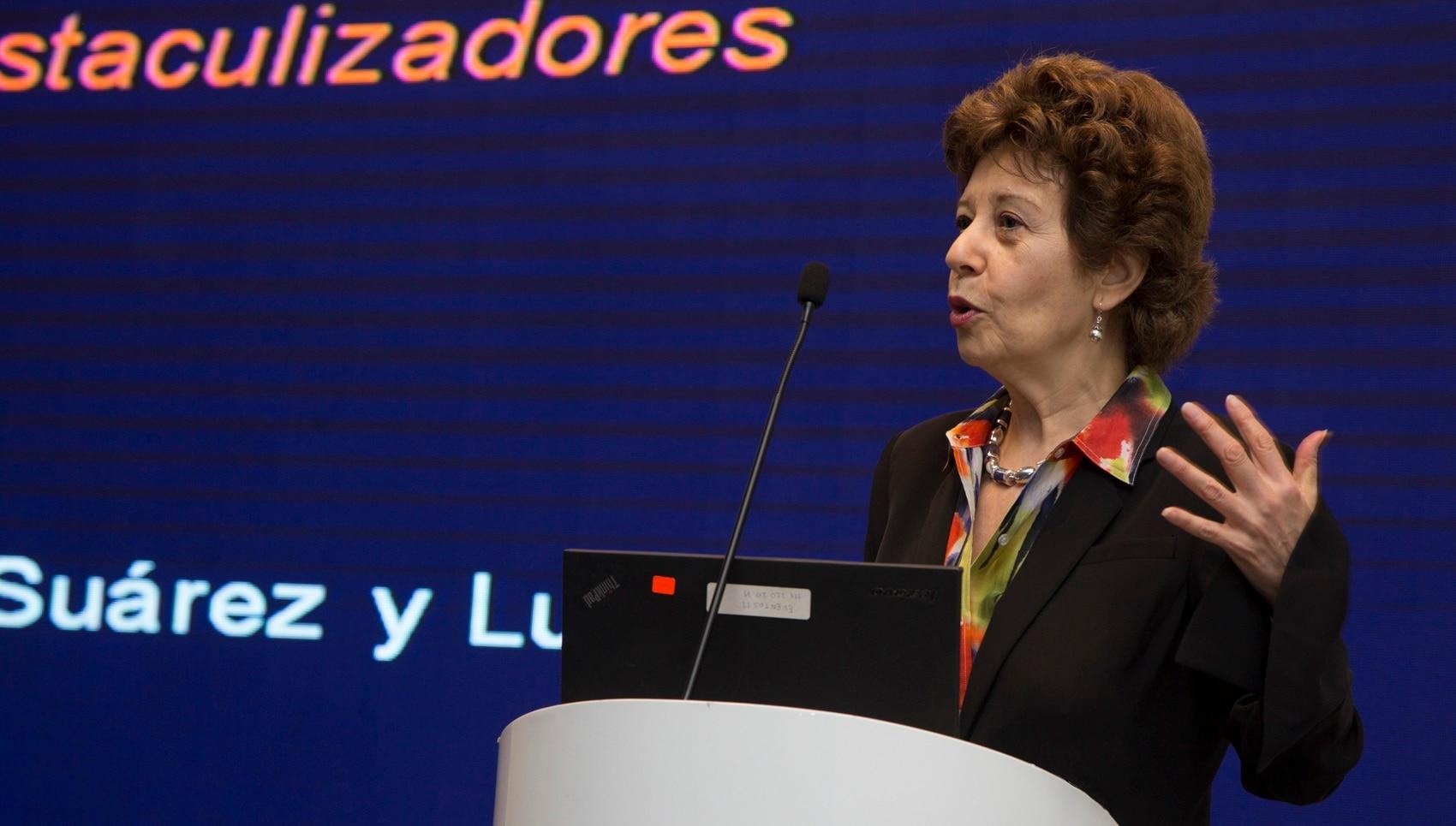 Fotografía de Liliana Rojas-Suárez en evento en BBVA Continental.