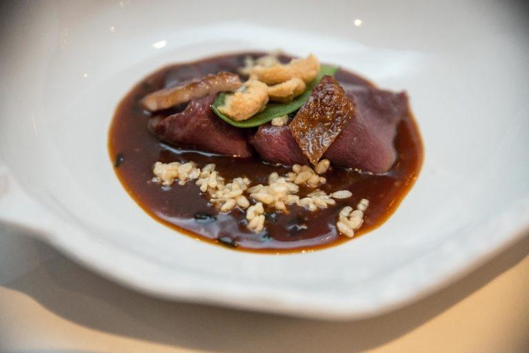 Pato azulón, algas, foie gras y lías de arroz fermentado (kasu)