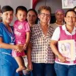 Fotografía de Rosalbina, emprendedora de Bancamía, entidad de la FMBBVA en Colombia