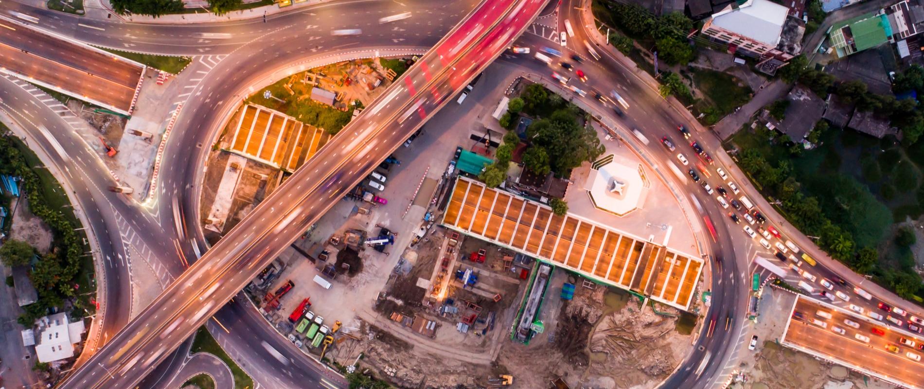 carretera-coches-ciudad-trafico-bbva