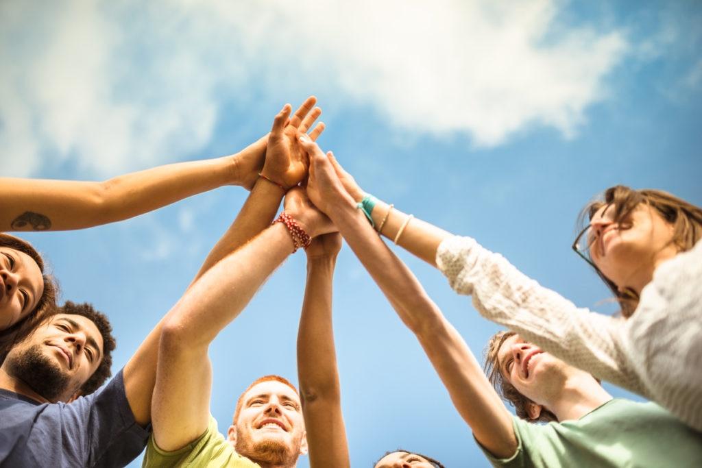 millennial-jovenes-generaciones-milenio-teconología-ahorro-redes-sociales-grupo-manos-bbva