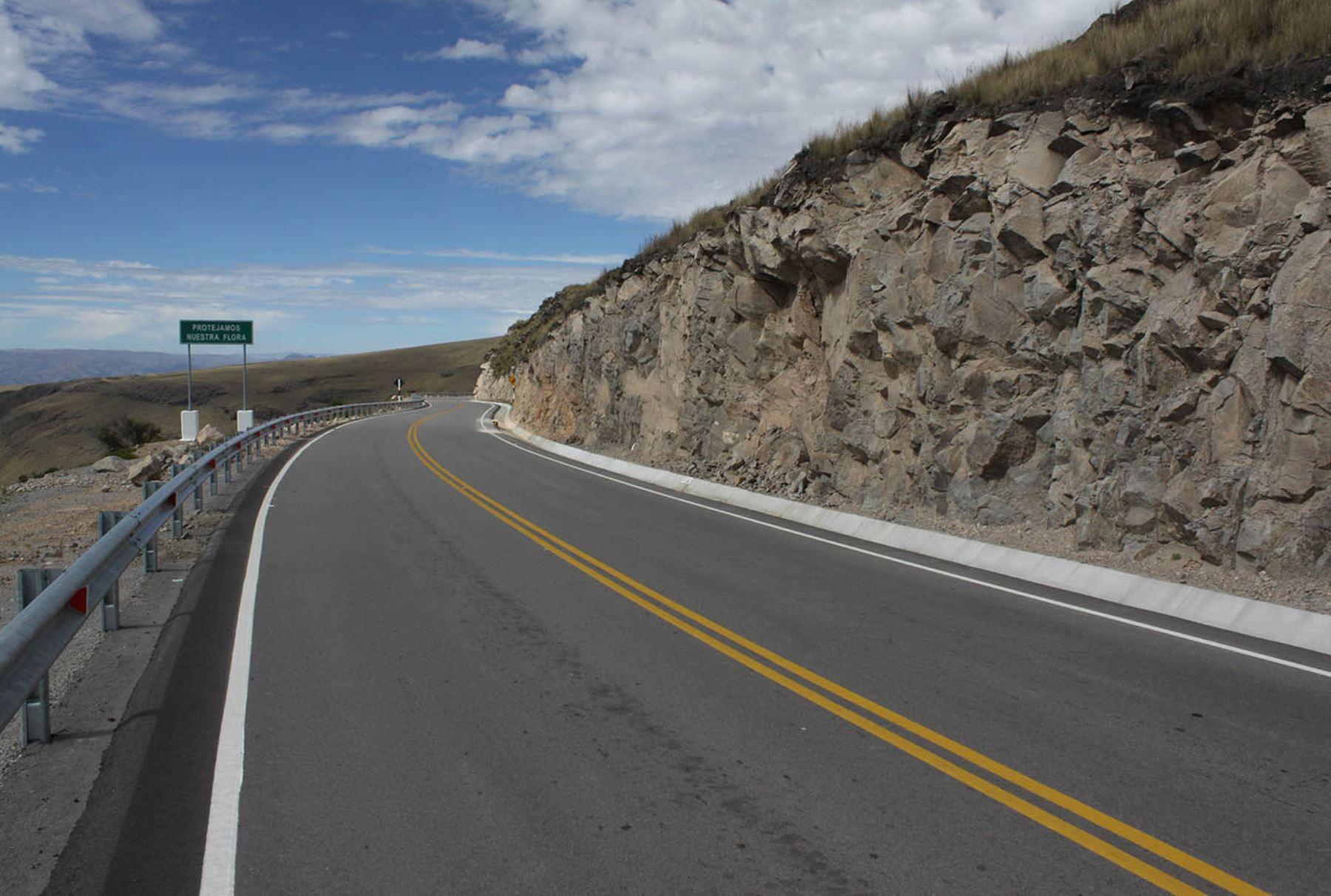 Fotografía de carretera en Perú. BBVA Continental