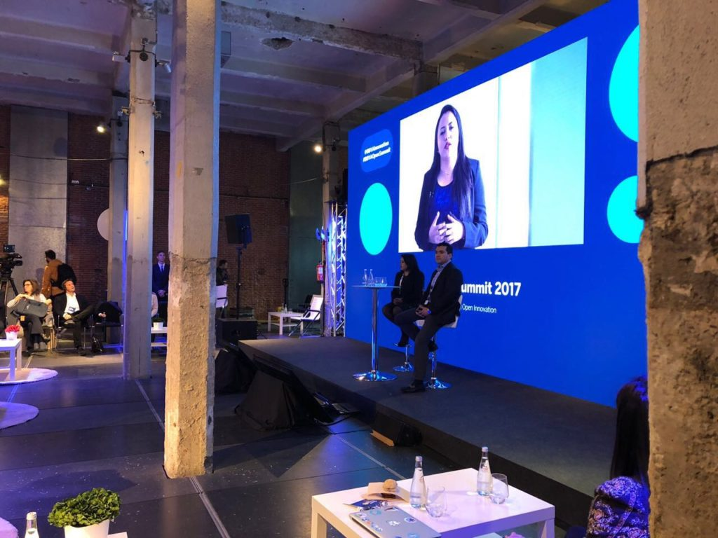 Fotografía de Cristina de la Peña, CEO y Cofounder de Synapbox en BBVA Open Summit 2017 hablando de su experiencia con BBVA