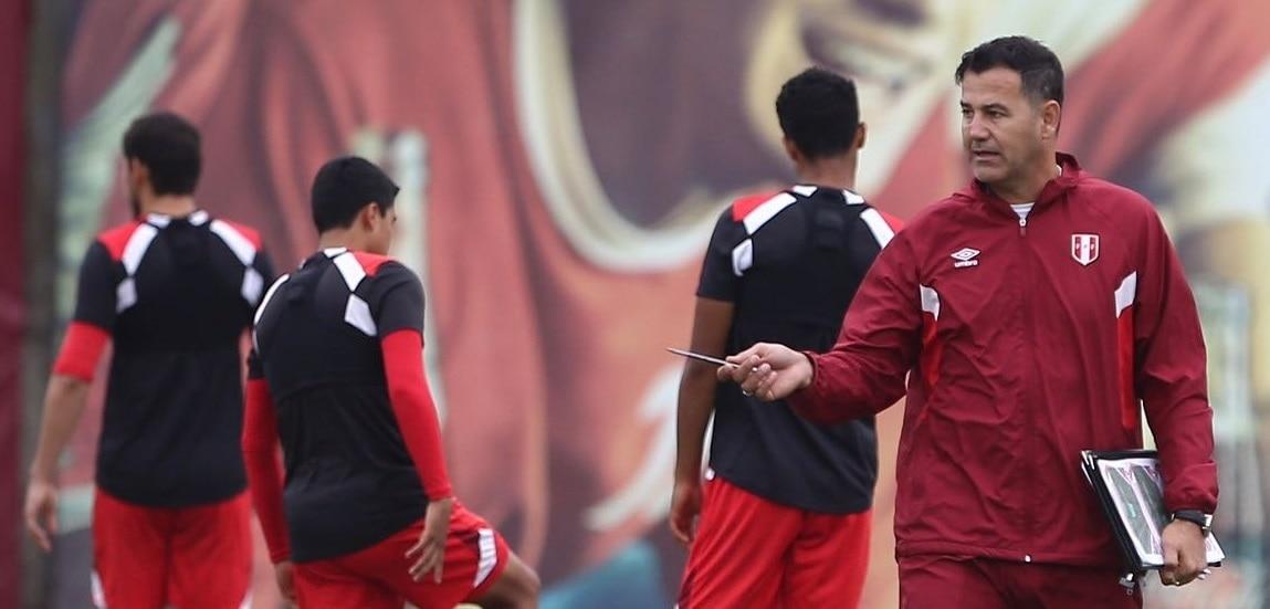 Fotografía de Daniel Ahmed, director de la Unidad Técnica de Menores de la Federación Peruana de Fútbol. BBVA Continental