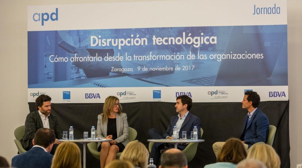 Ricardo Forcano, director de Talento y Cultura de BBVA, durante una mesa redonda de la jornada organizada por la APD en Zaragoza sobre disrupción tecnológica