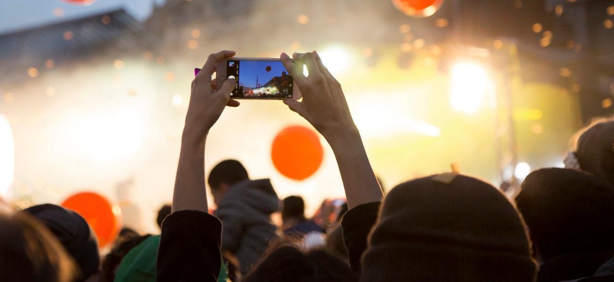 concierto-smartphone-disfrutar-felicidad-recurso-bbva