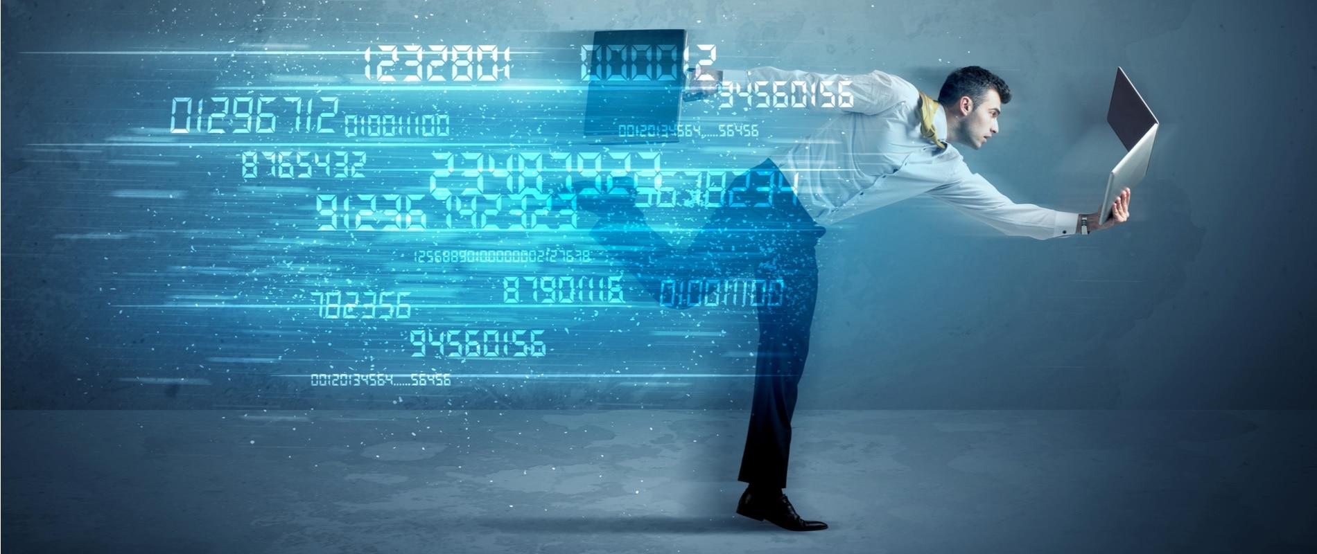 fintech-startup-hombre-ordenador-digital-transformacion-exito-BBVA