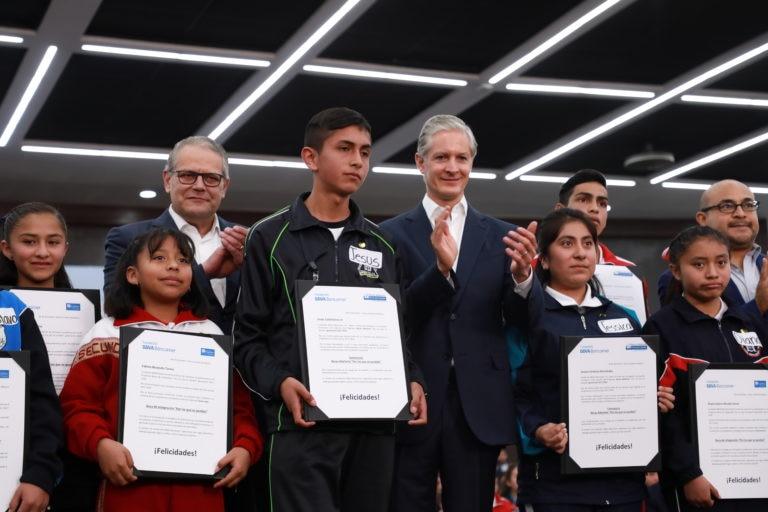 Entrega de becas a Mexiquenses por Fundacion Bancomer