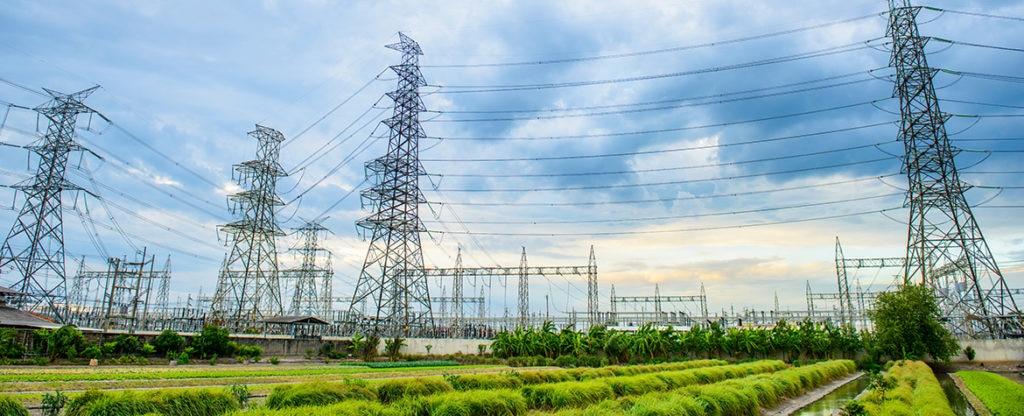 Fotografía de torres de transmisión eléctrica BBVA