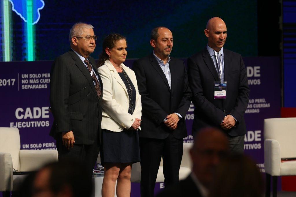 Fotografía de Raúl Salazar, Claudia Cooper, Hugo Santa María y Eduardo Torres-Llosa tras su presentación en CADE 2017.
