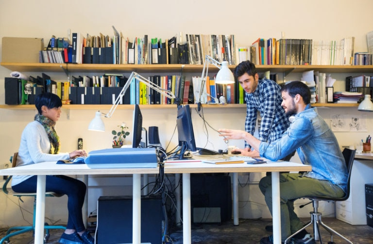 diseño-creatividad-trabajo-jovenes-estudio-diseño-equipo-universidad-BBVA
