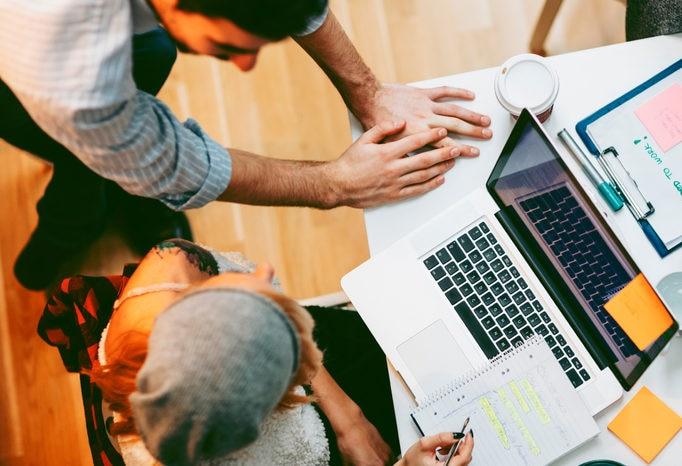 equipo-trabajo-diseño-design-thinking-ordenador-BBVA