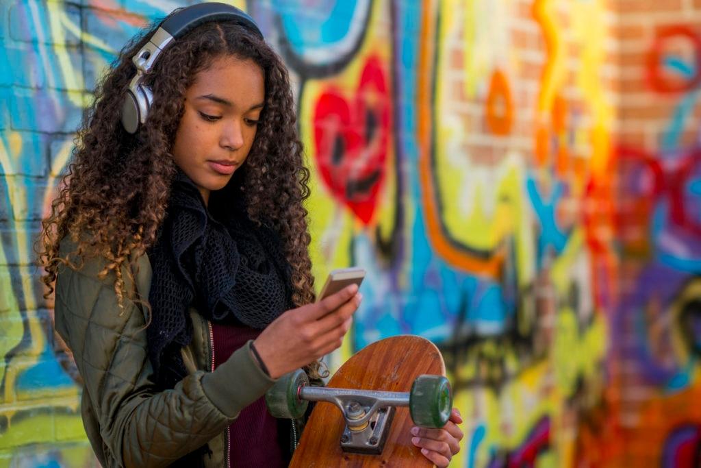 millennial-skate-smartphone-recurso-bbva
