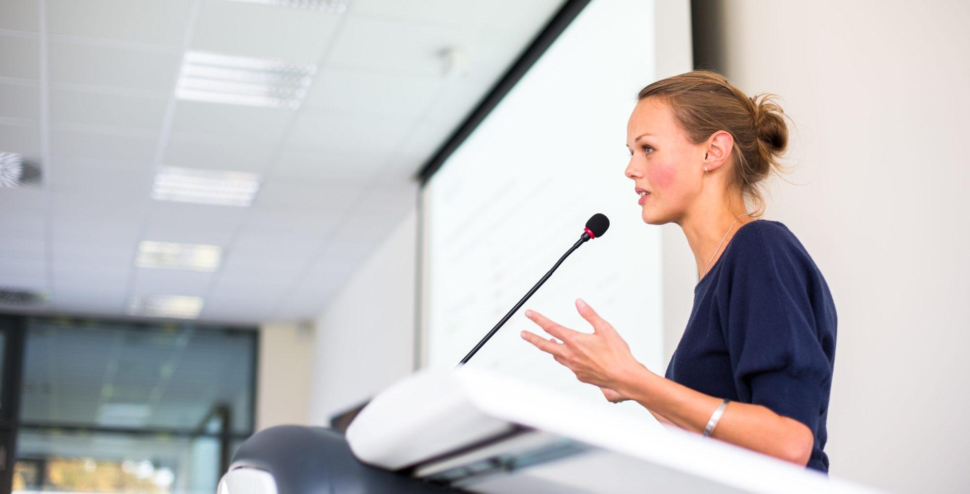 mujer-trabajdora-igualdad-genero-femenino-trabajo-equidad-diversidad-laboral-conferencia-bbva