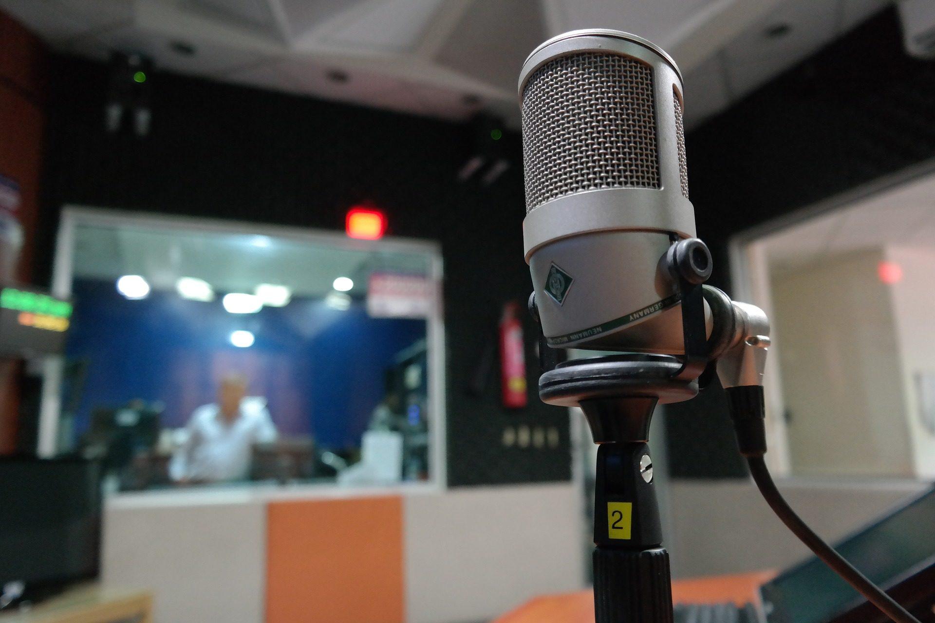 microfono-dia-mundial-radio-sonido-podcast-bbva